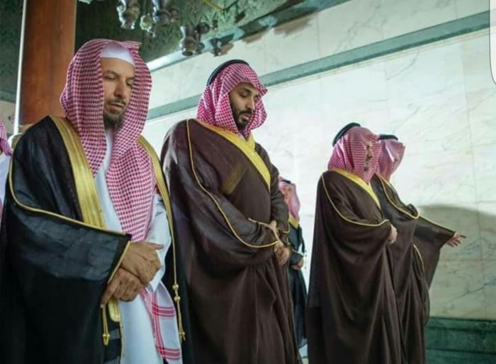Photo of بالصور.. ولي العهد السعودي  في الحرم المكي الشريف