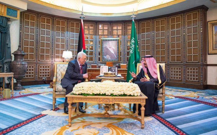 Photo of خادم الحرمين الشريفين يعقد جلسة مباحثات رسمية مع رئيس دولة فلسطين
