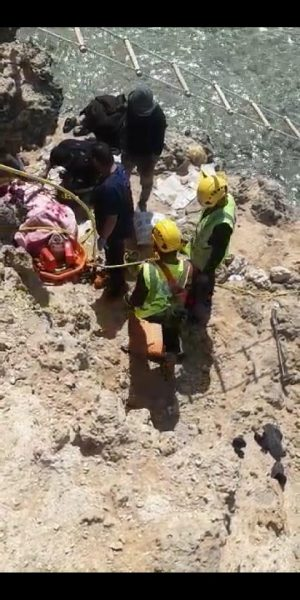 Photo of حرس الحدود والدفاع المدني ينقذان مواطن سقط من إحدى المرتفعات الصخرية في أملج