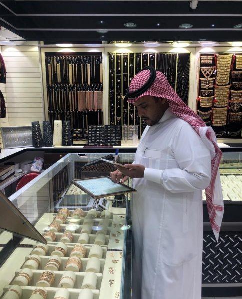 Photo of «عمل الرياض» يضبط 218 مخالفة وينذر 188 منشأة