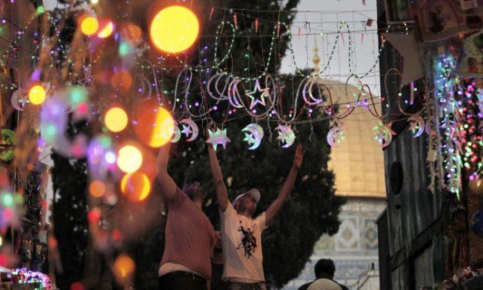 Photo of رمضان .. نواة الخير في أسواق القدس