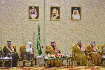 Photo of #أمير_بدر_بن_سلطان يلتقي بمديري القطاعات الحكومية في محافظة #الطائف