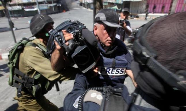 Photo of 26 انتهاكا إسرائيليا بحق الصحفيين الفلسطينيين خلال شباط الماضي