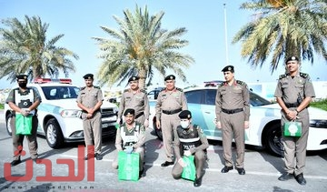 Photo of #بالصور … إمارة #مكة_المكرمة توزع أكثر من 30 ألف هدية معايدة للمرابطين ميدانيًا.