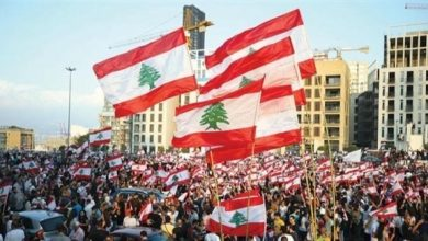 """Photo of المحتجون اللبنانيون يتوافدون على قصر الرئاسة قبل """"اللقاء الوطني""""  #لبنان_ينتفض"""