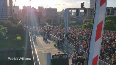 Photo of #شاهد.. عشرات الآلاف من المحتجين يحاصرون جسرا في بورتلاند