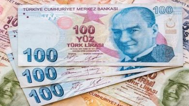 Photo of الليرة التركية تهوي والأتراك يندفعون لشراء العملات الأجنبية.
